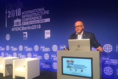 FIDIC president Alain Alain Bentéjac speaking at the FIDIC conference in Berlin.