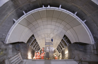 World class projects like Crossrail are showing that the industry can deliver on time, says the government.