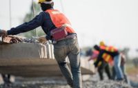 Builders remain nervous about hiring due to continued political uncertainty, says FMB.