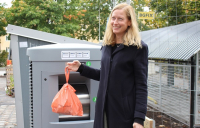 Katarina Luhr, Vice Mayor of Environment at City of Stockholm, inaugurating the first Envac waste inlet at Valla torg .